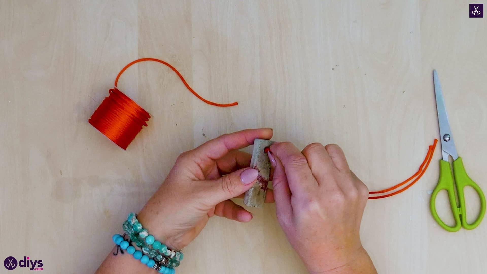 Diy concrete necklace with glitter step 11a