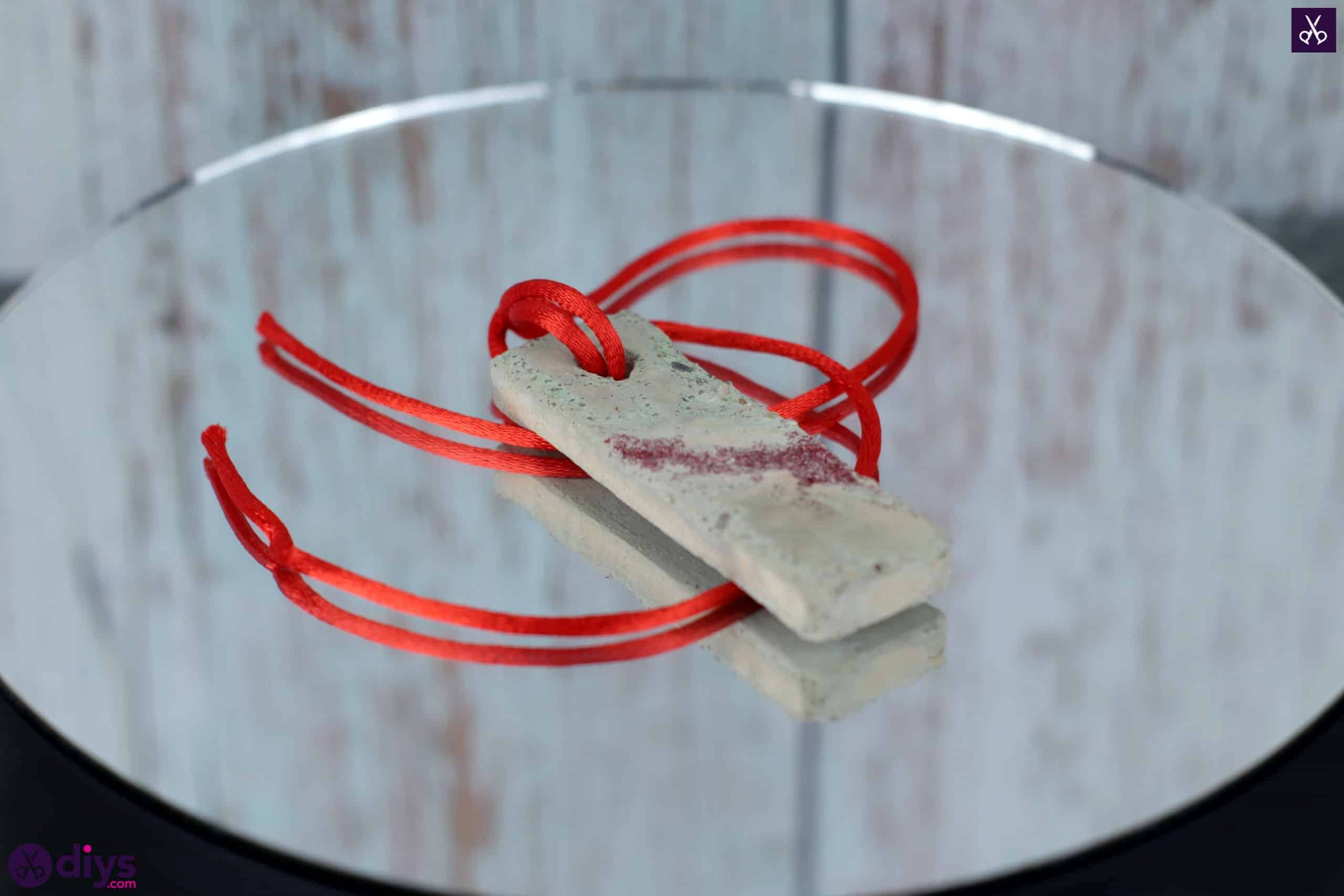 Diy concrete necklace with glitter tutorial