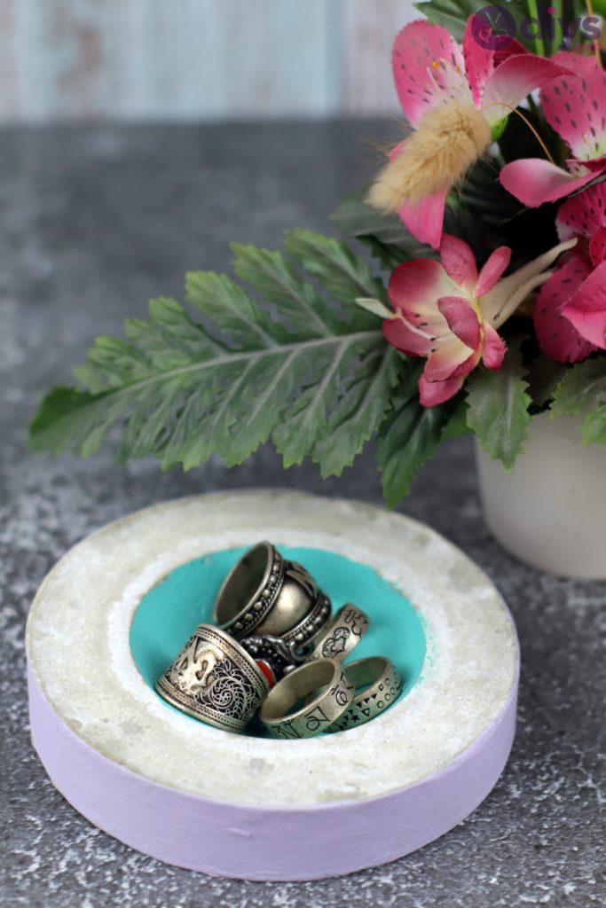 Diy concrete tiny bowl storage