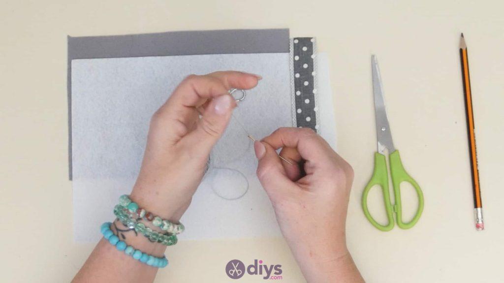 Diy felt star keyholder step 2