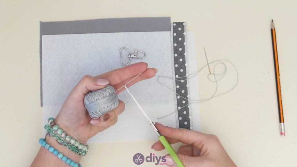 Diy felt star keyholder step 2a