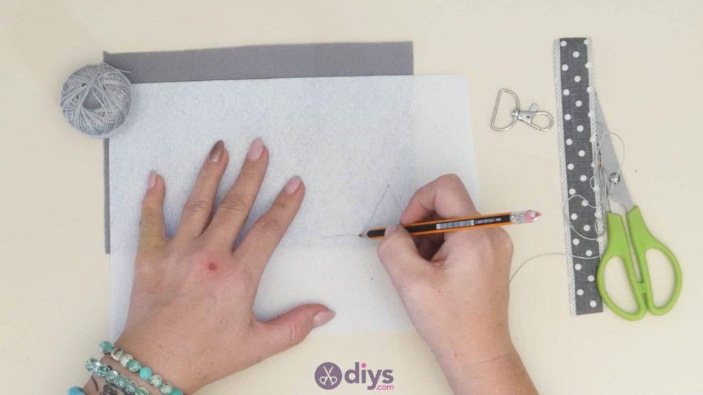 Diy felt star keyholder step 3