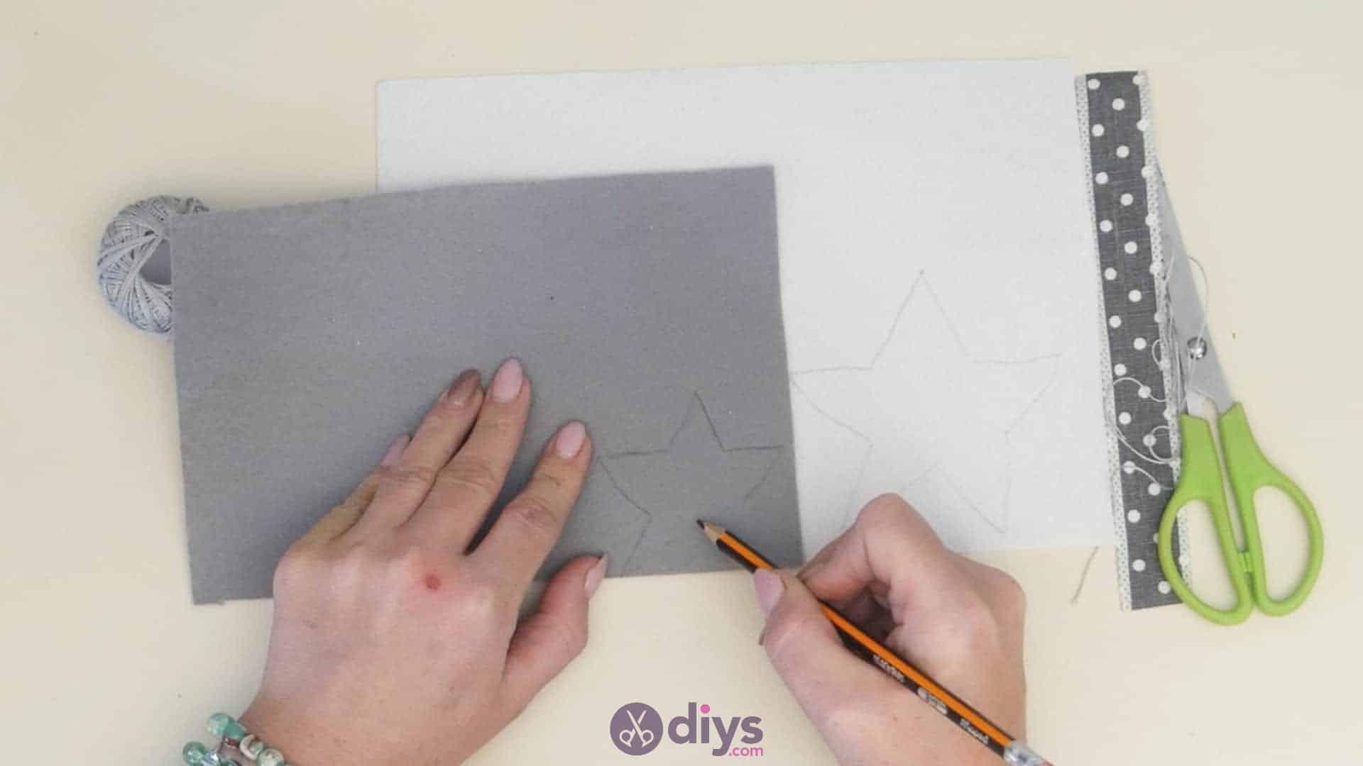 Diy felt star keyholder step 3b