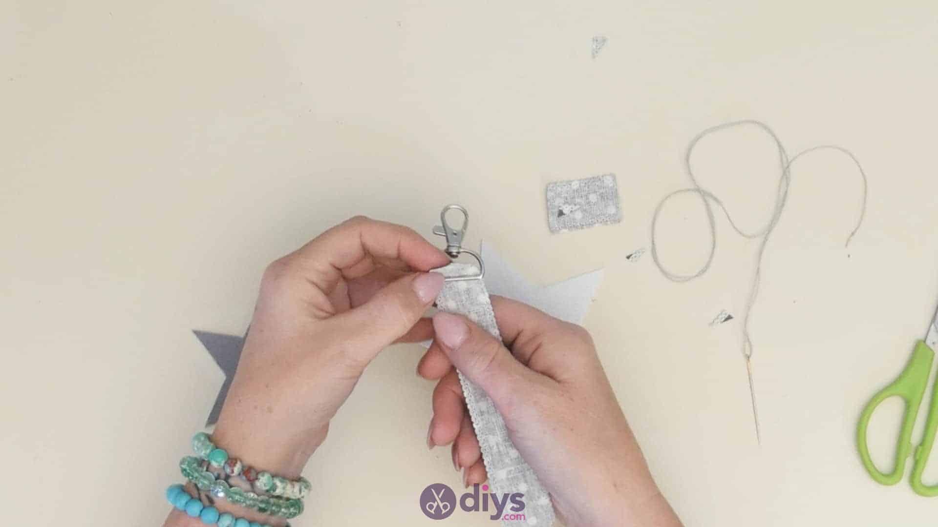 Diy felt star keyholder step 4a