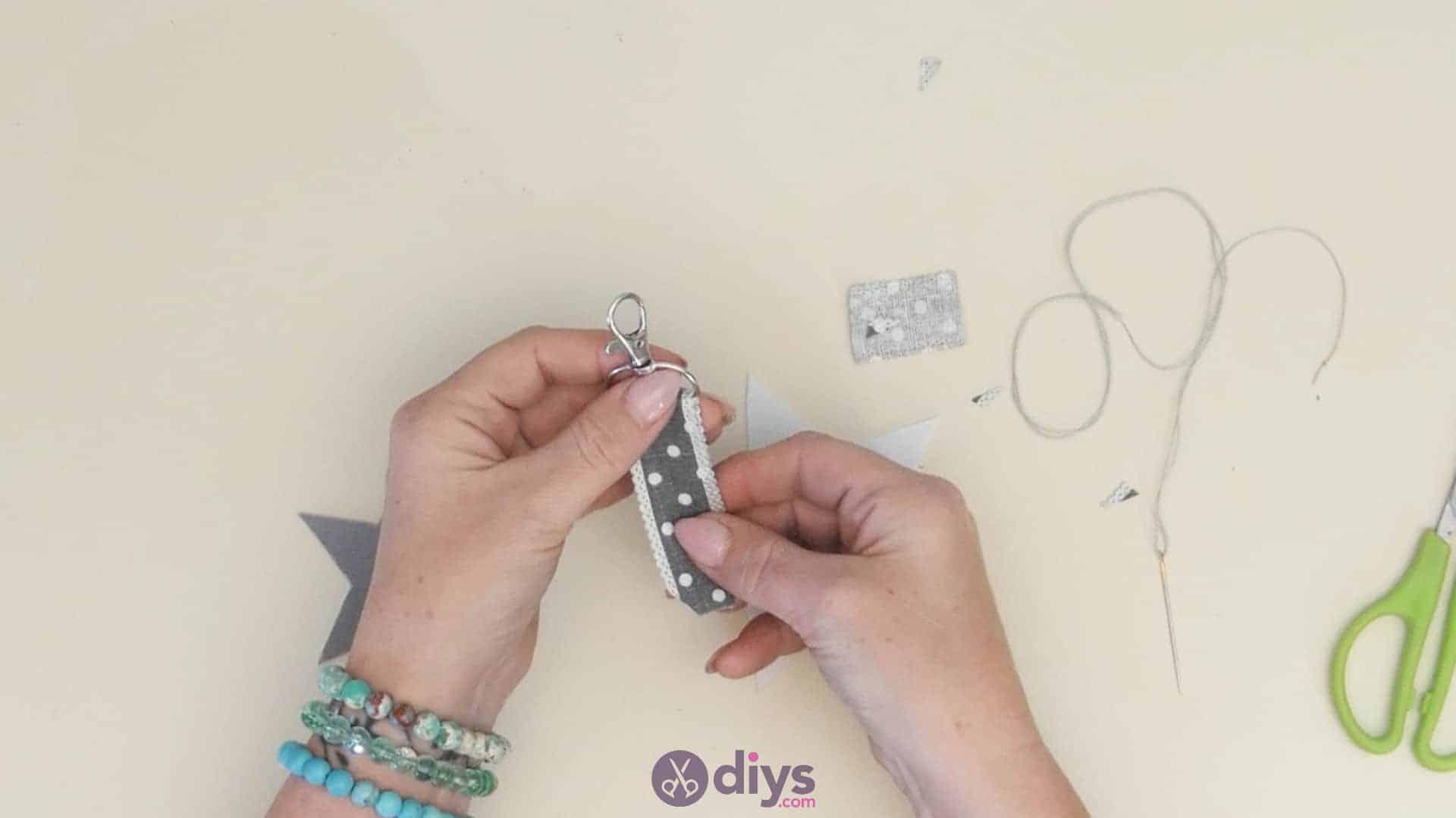 Diy felt star keyholder step 4b