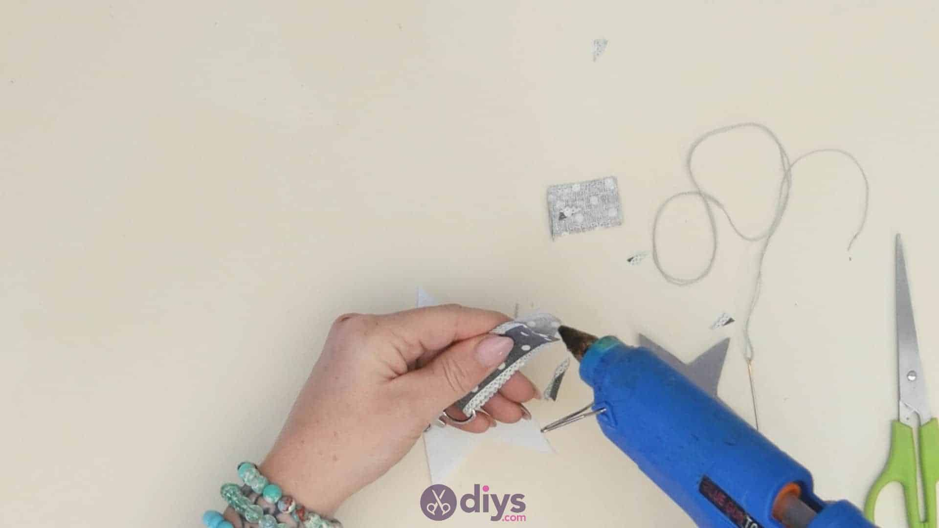 Diy felt star keyholder step 4c