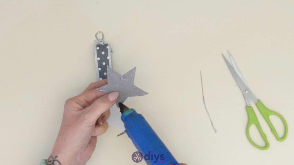 Diy felt star keyholder step 7