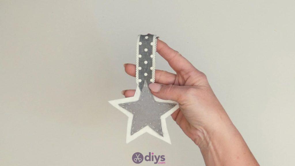 Diy felt star keyholder step 7b