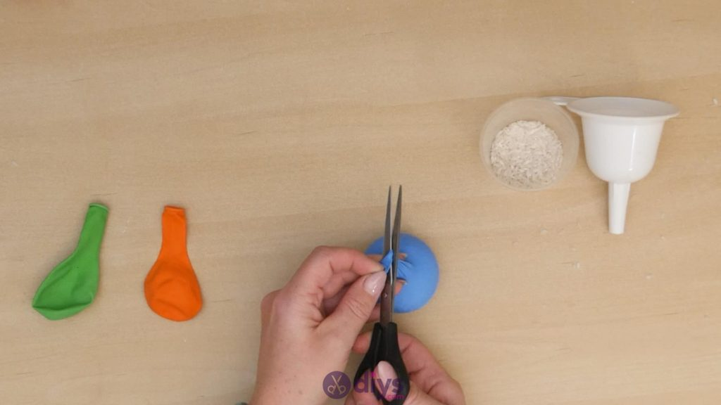 Diy juggling balls step 3b