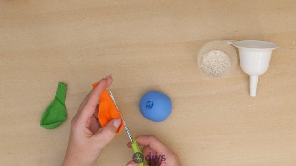 Diy juggling balls step 4