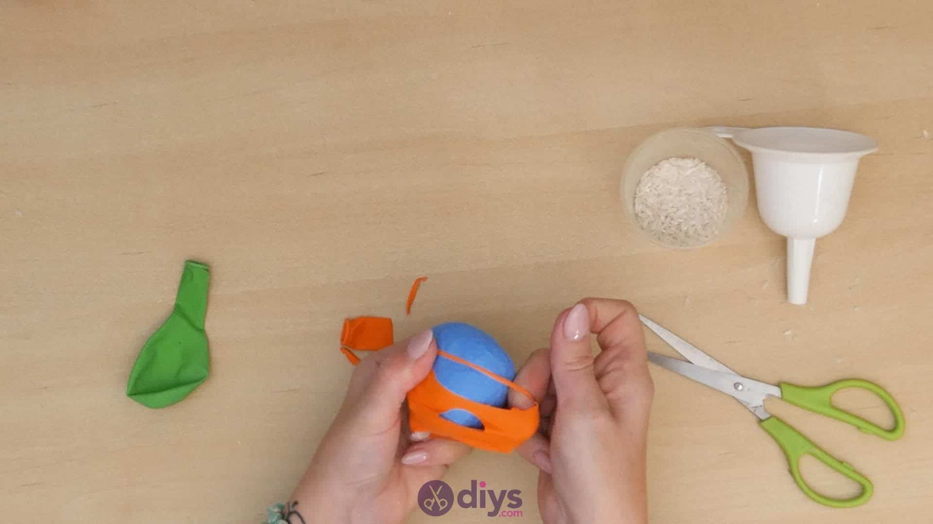 Diy juggling balls step 4a