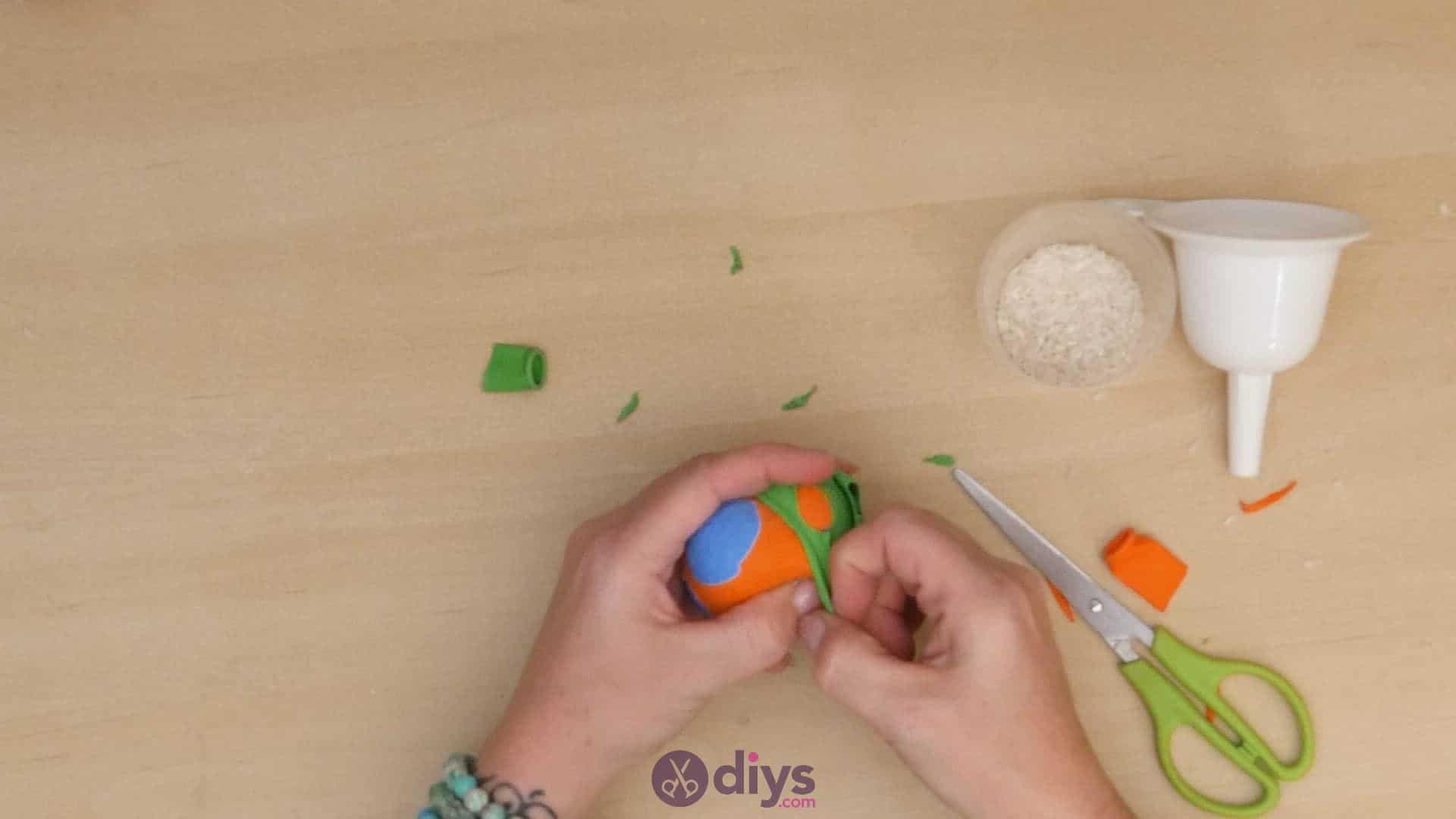 Diy juggling balls step 5a