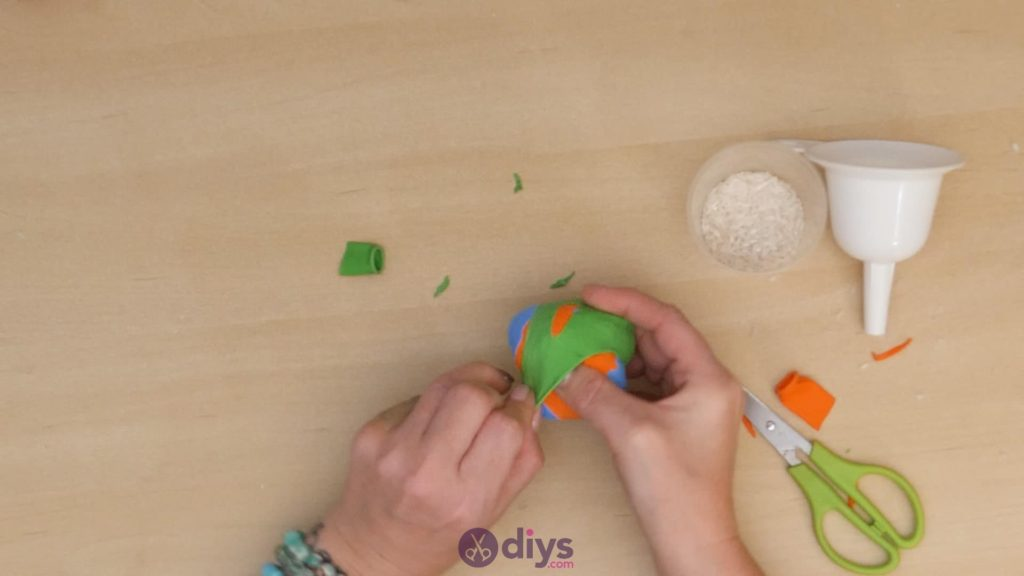 Diy juggling balls step 5b