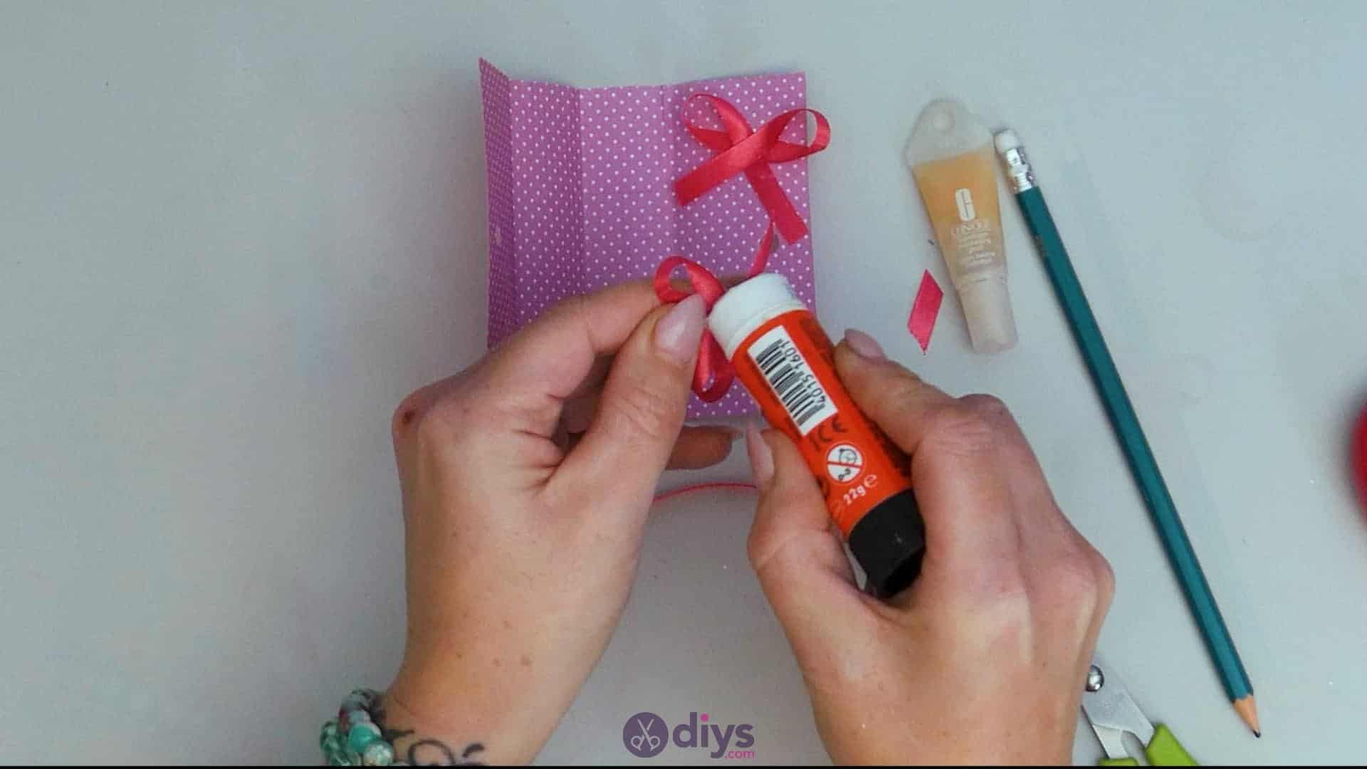 Diy lipstick gift card step 10