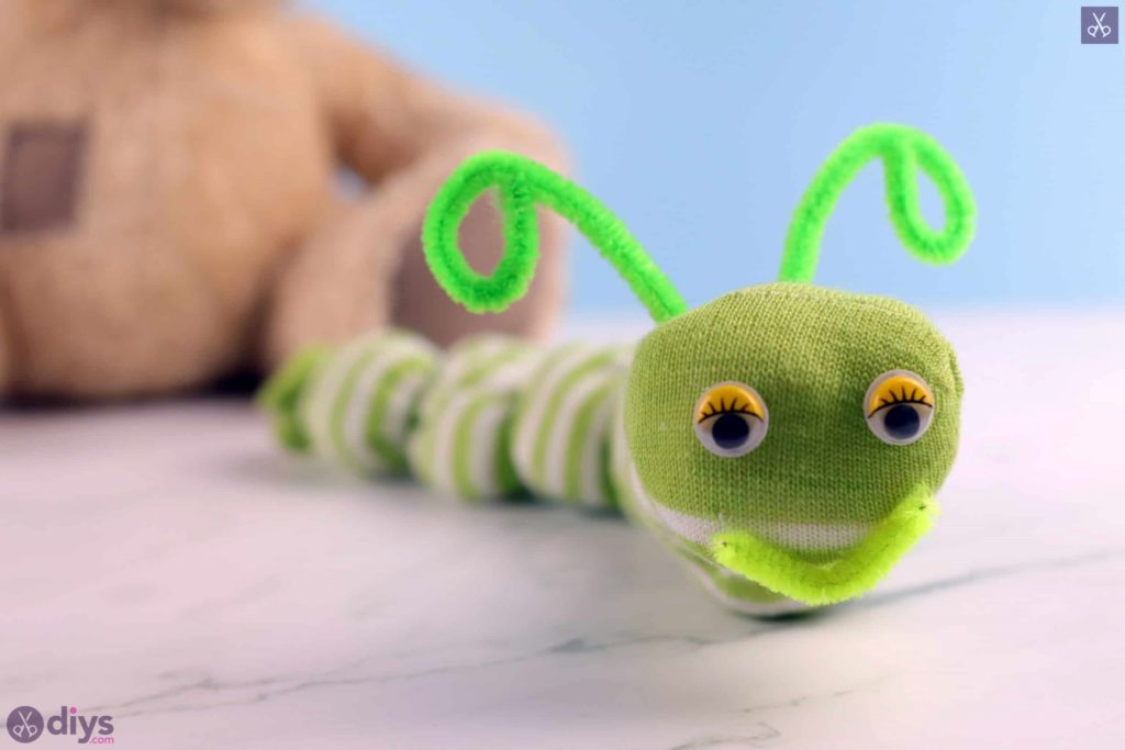 Diy no sew sock worm for kids