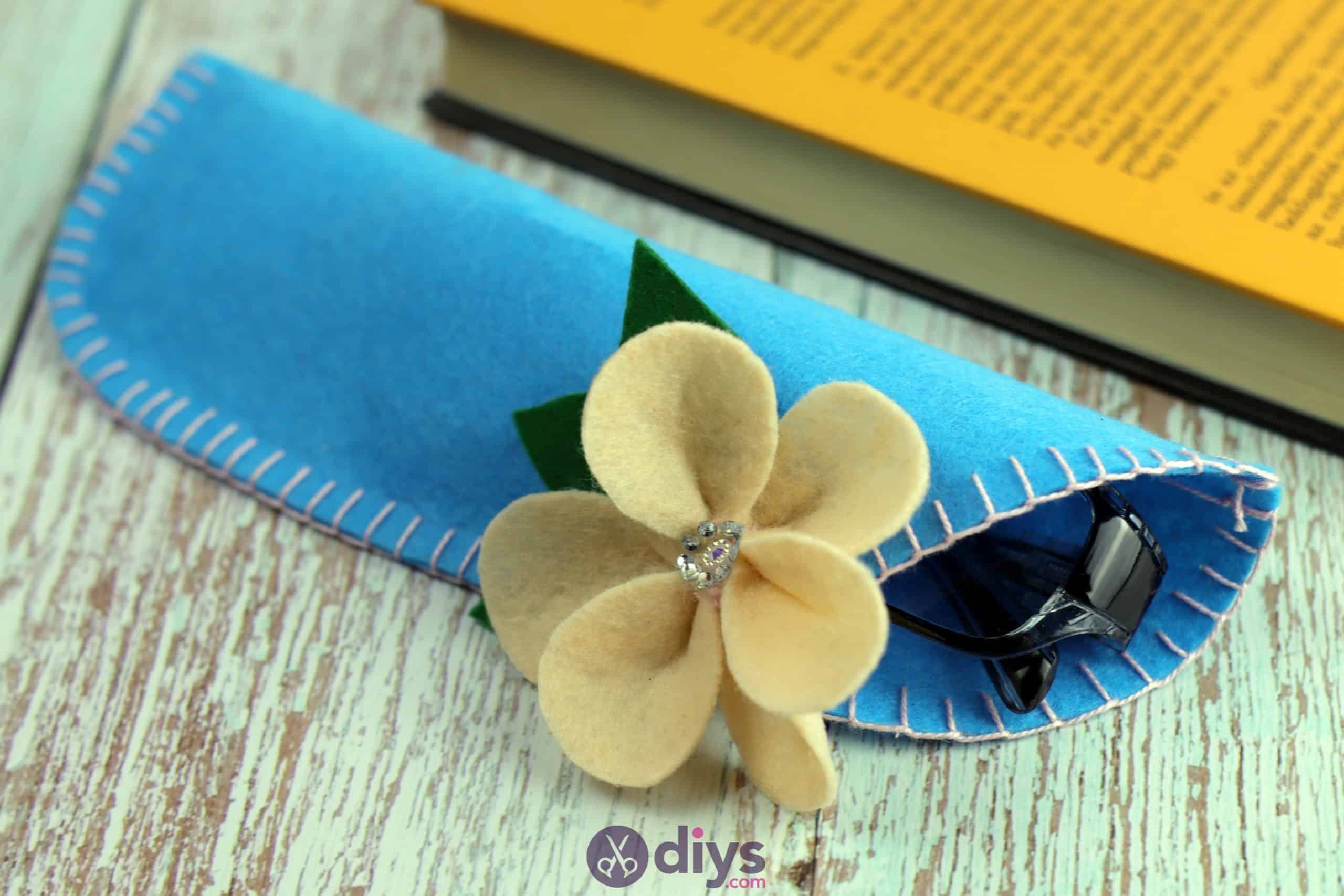 Diy simple felt glasses case colorful and smooth