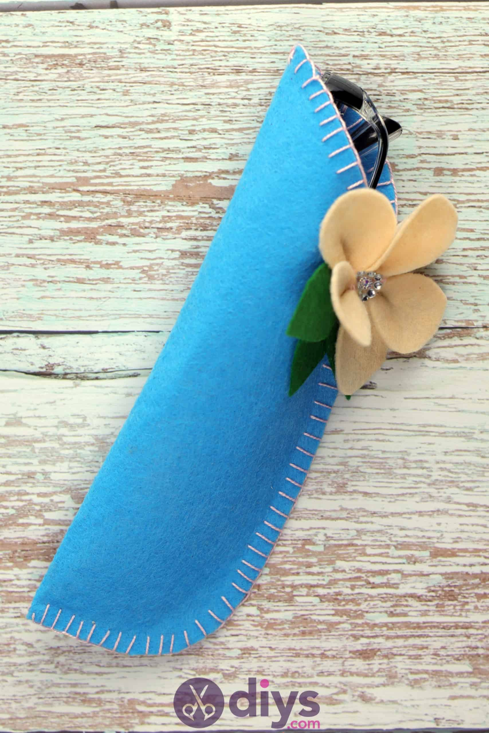 Diy simple felt glasses case craft