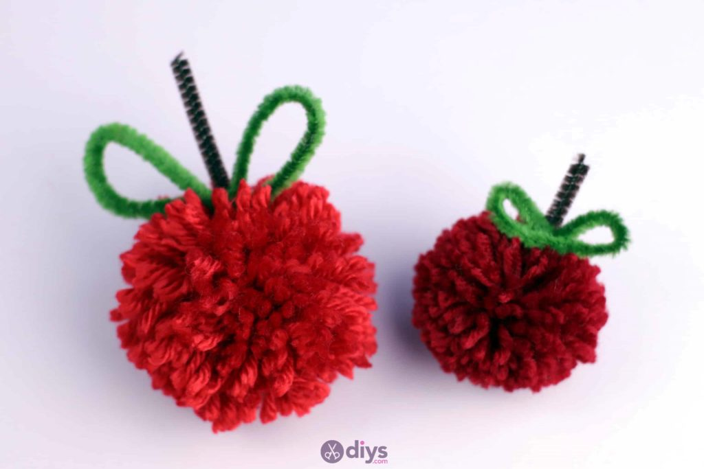 Diy pompom apple pie craft