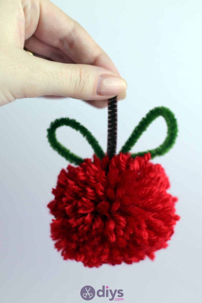 Diy pompom apple pie hang