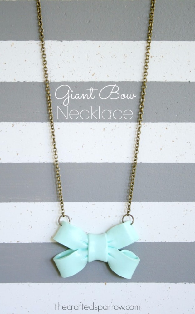 Giant bow necklace diy