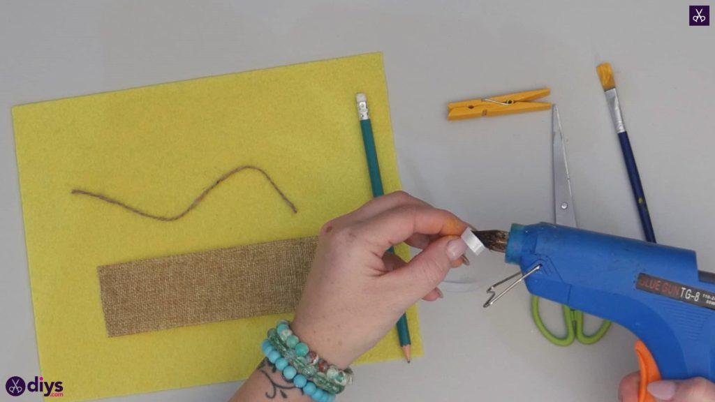 نحوه ساخت یک پروانه از گیره لباس مرحله 1a