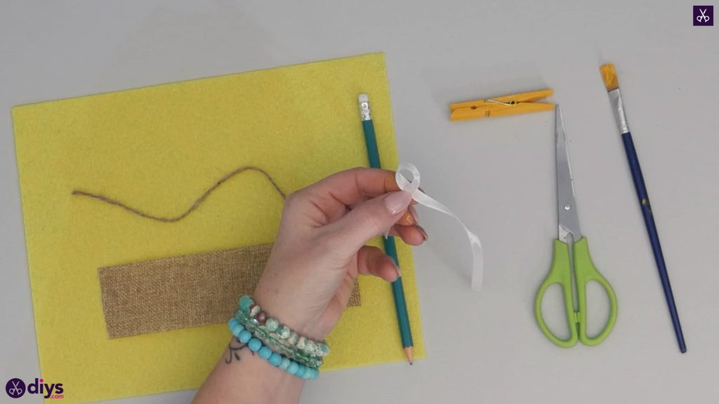 How to craft a butterfly from a clothespin step 3