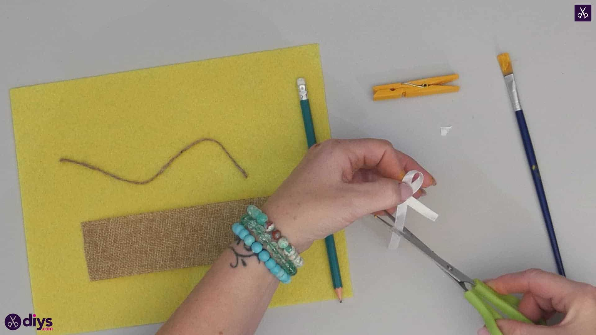 How to craft a butterfly from a clothespin step 3b