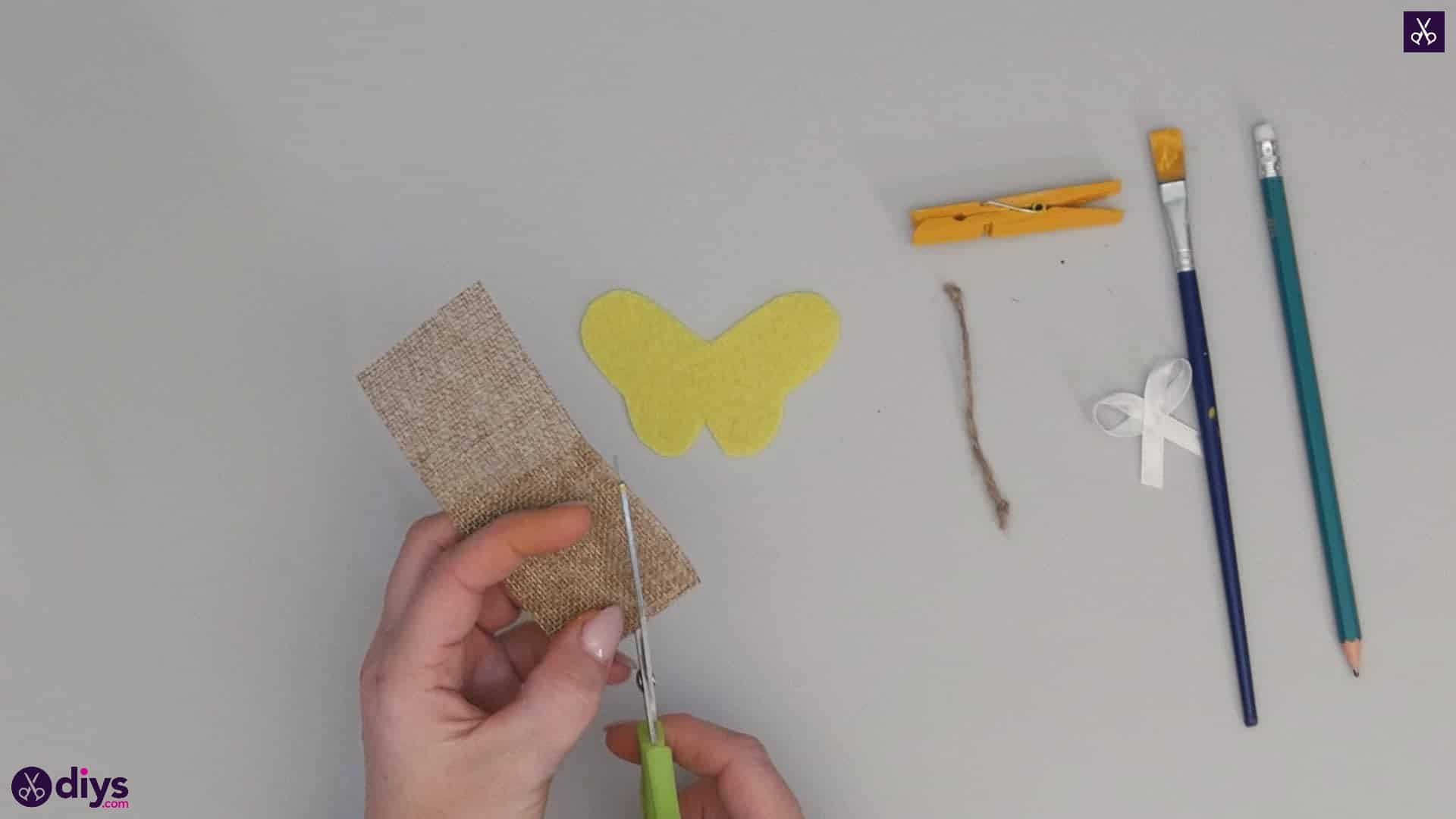 How to craft a butterfly from a clothespin step 6a