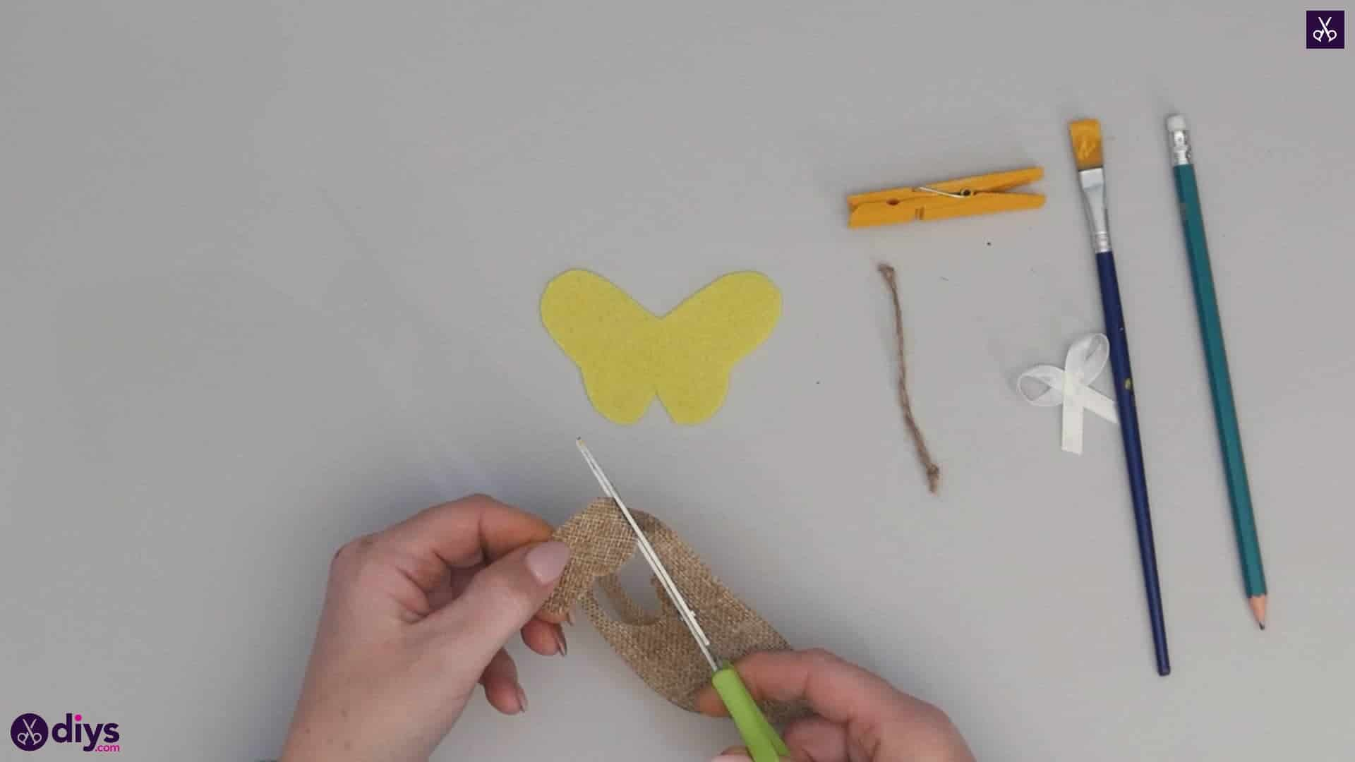 How to craft a butterfly from a clothespin step 6b