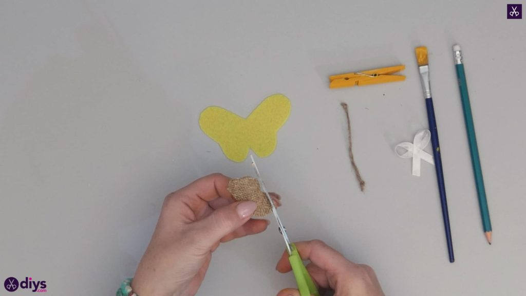 How to craft a butterfly from a clothespin step 6c