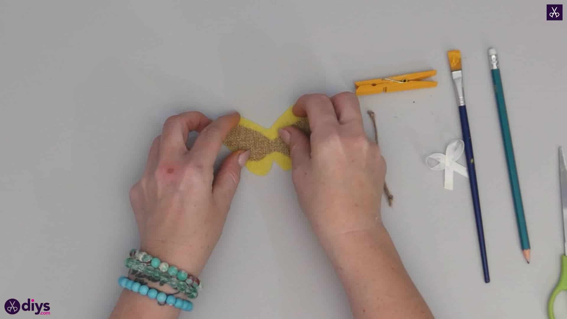 How to craft a butterfly from a clothespin step 6f