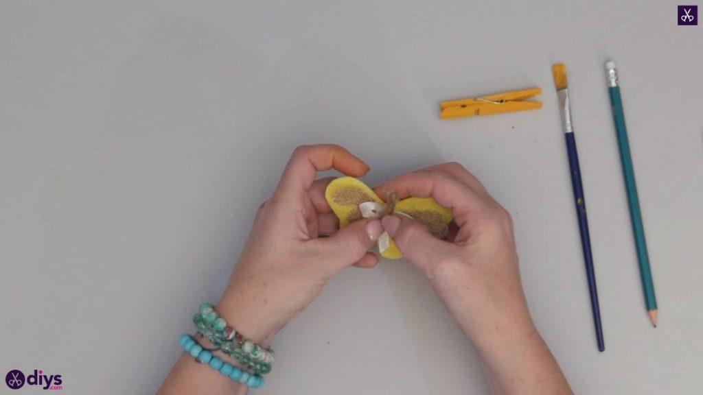 نحوه ساخت یک پروانه از گیره لباس مرحله 8