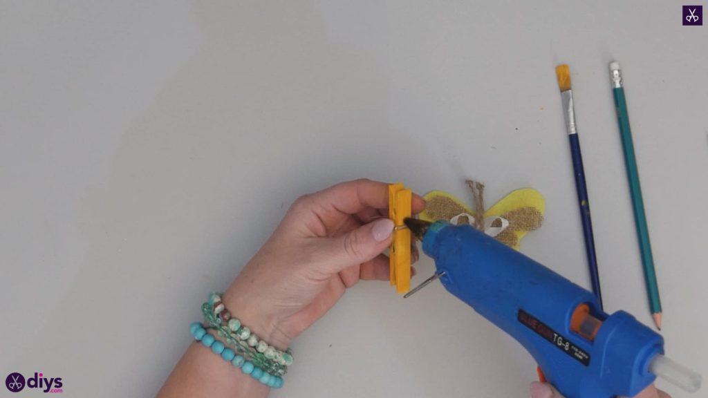 نحوه ساخت یک پروانه از گیره لباس مرحله 9