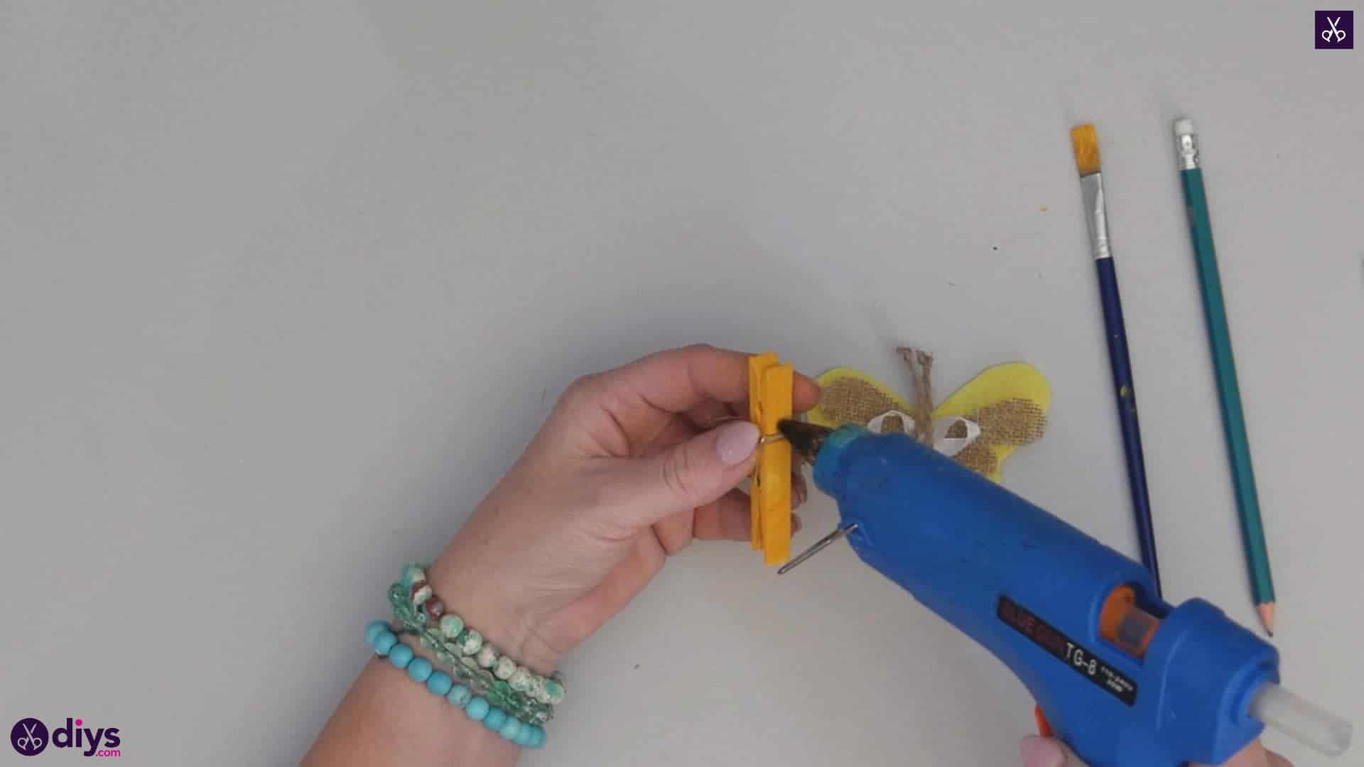 How to craft a butterfly from a clothespin step 9