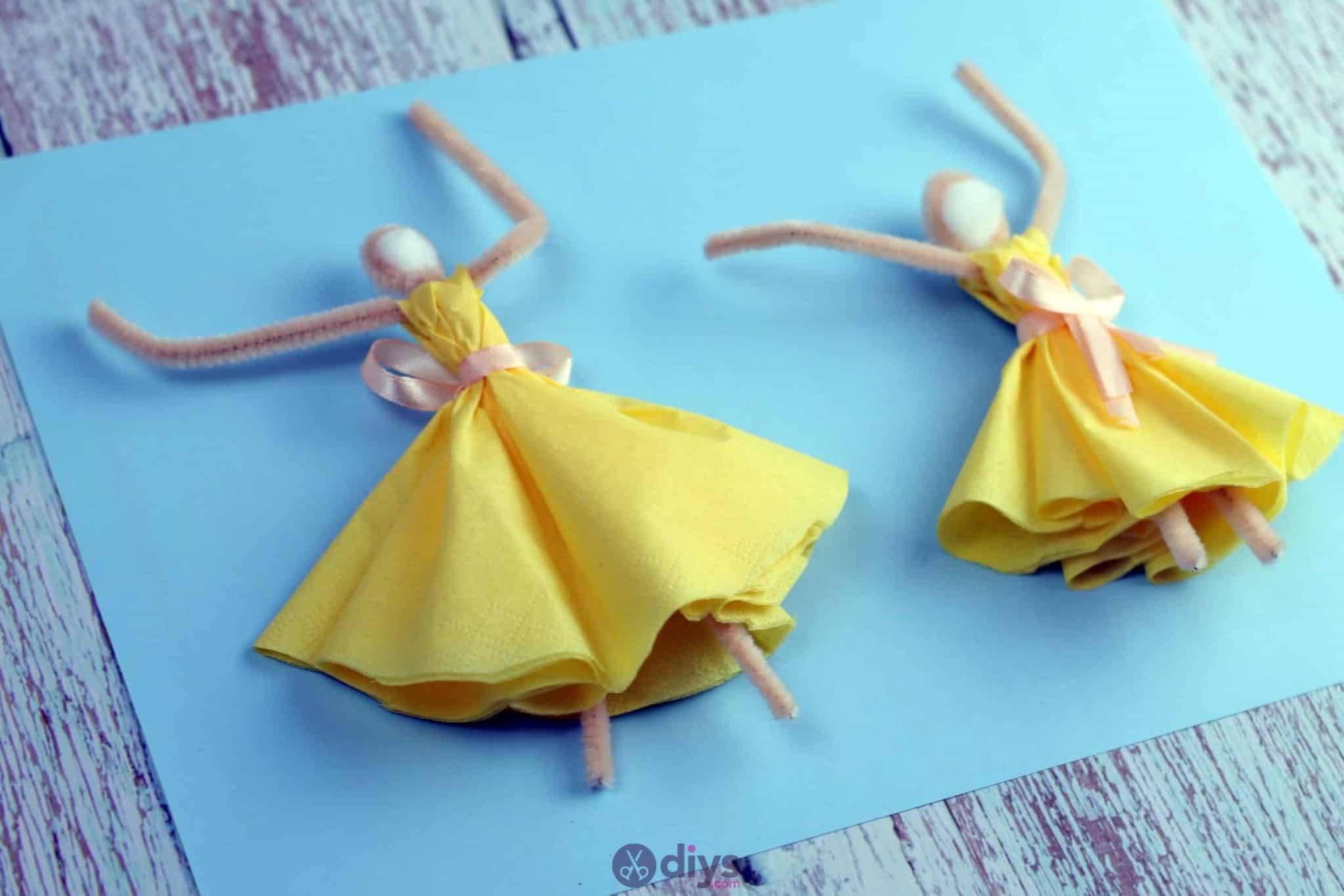 How to make a dancing napkin puppet 1