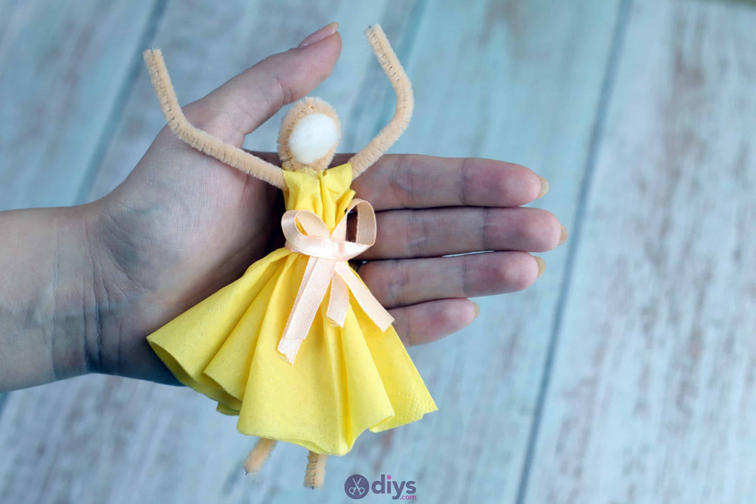 How to make a dancing napkin puppet