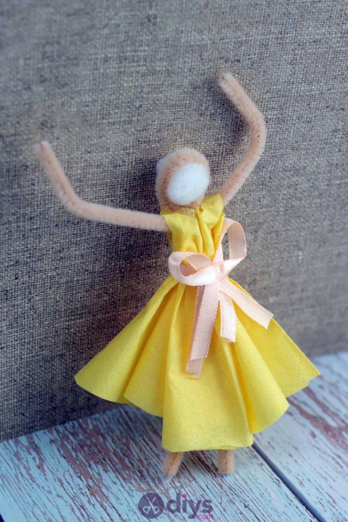 How to make a dancing napkin puppet2