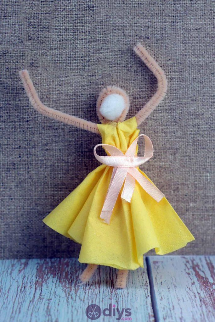 How to make a dancing napkin puppet3