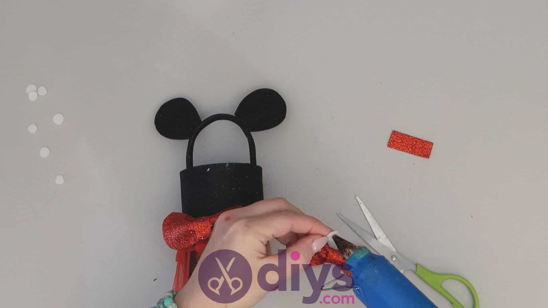 Minnie mouse tin can container step 14a