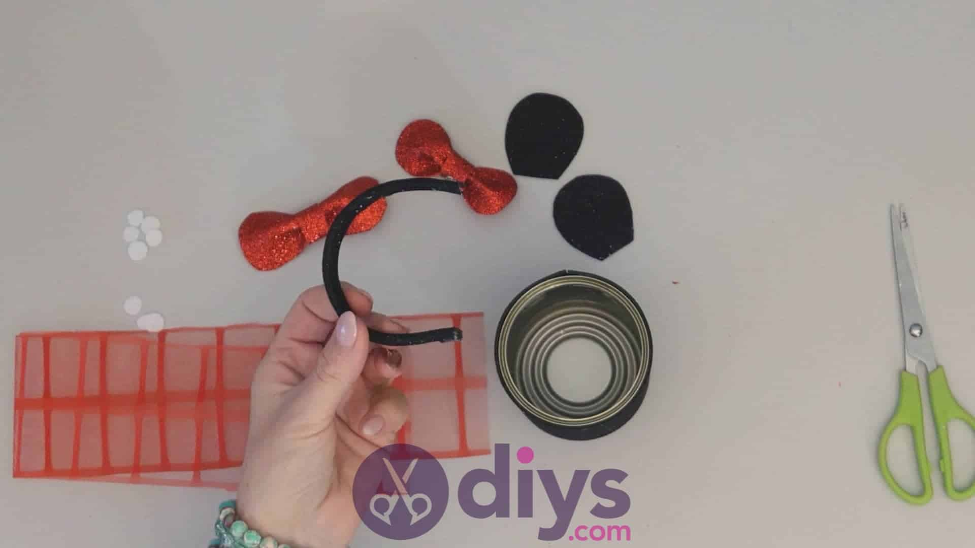 Minnie mouse tin can container step 9