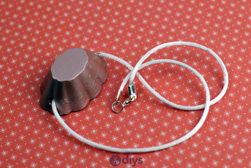 Necklace with concrete pendant styish