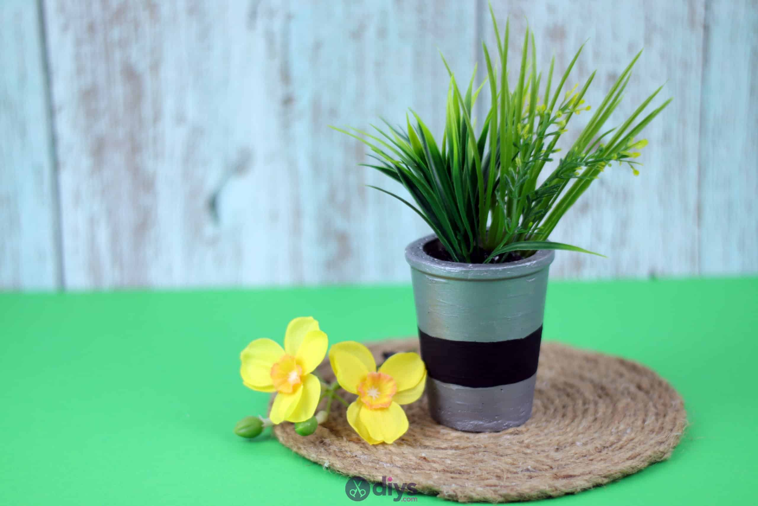 Tall concrete flower pot simple project