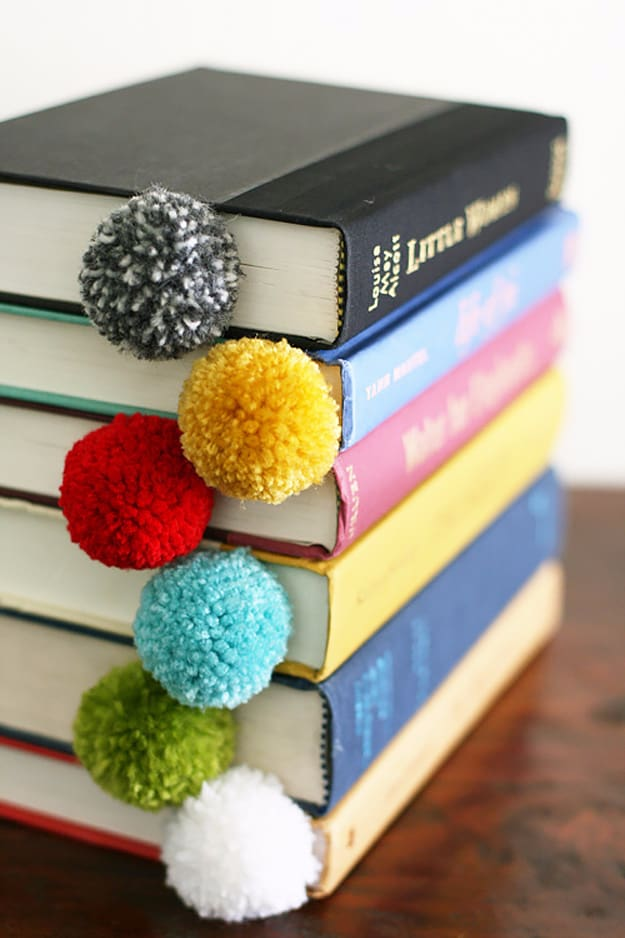 Yarn ball bookmark