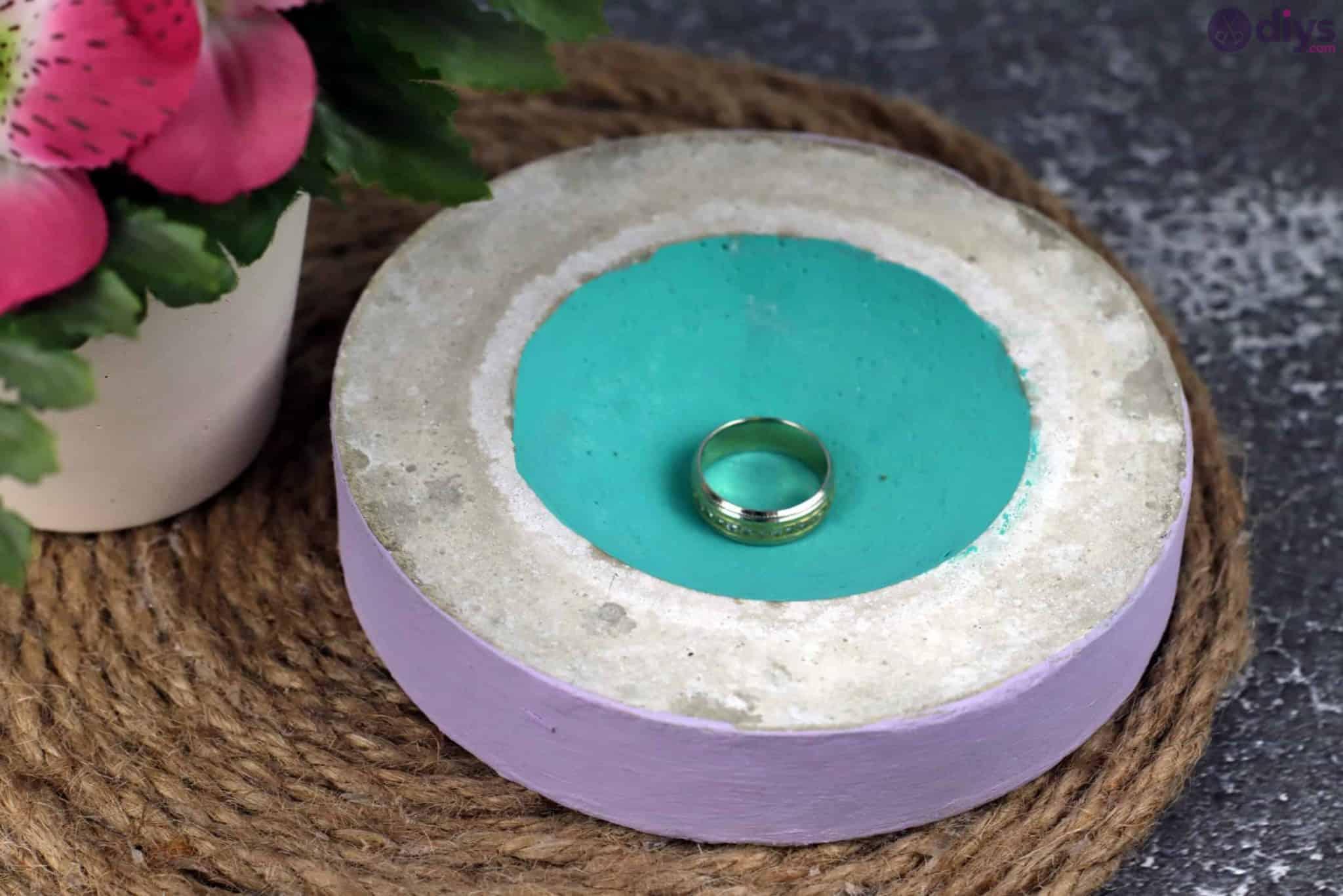 Diy concrete tiny bowl