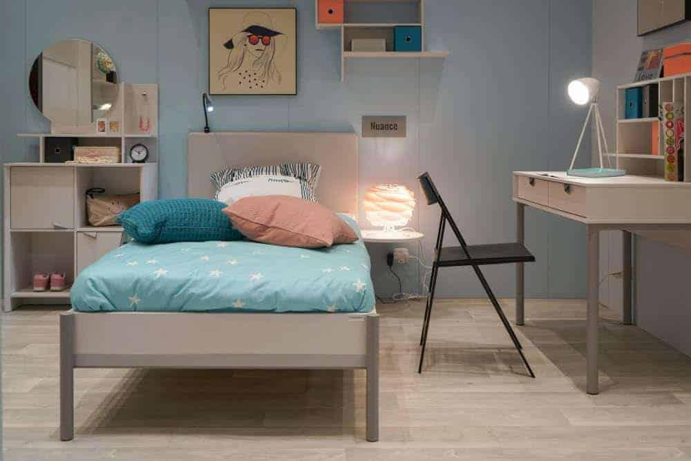 Teenage bedroom decor