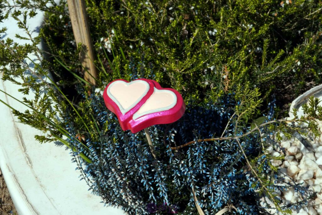 Concrete heart garden decor easy project