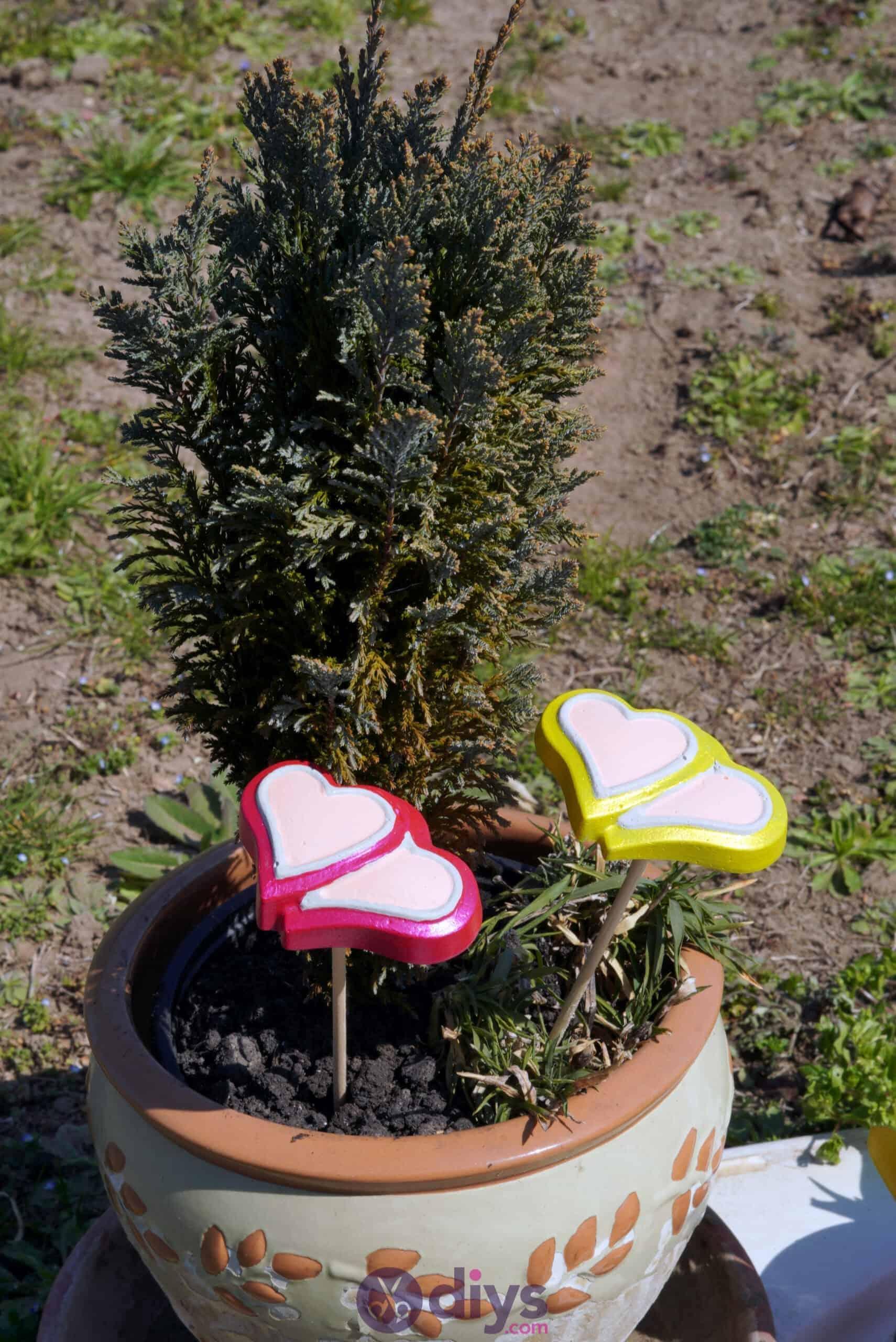 Concrete heart garden decor step 8