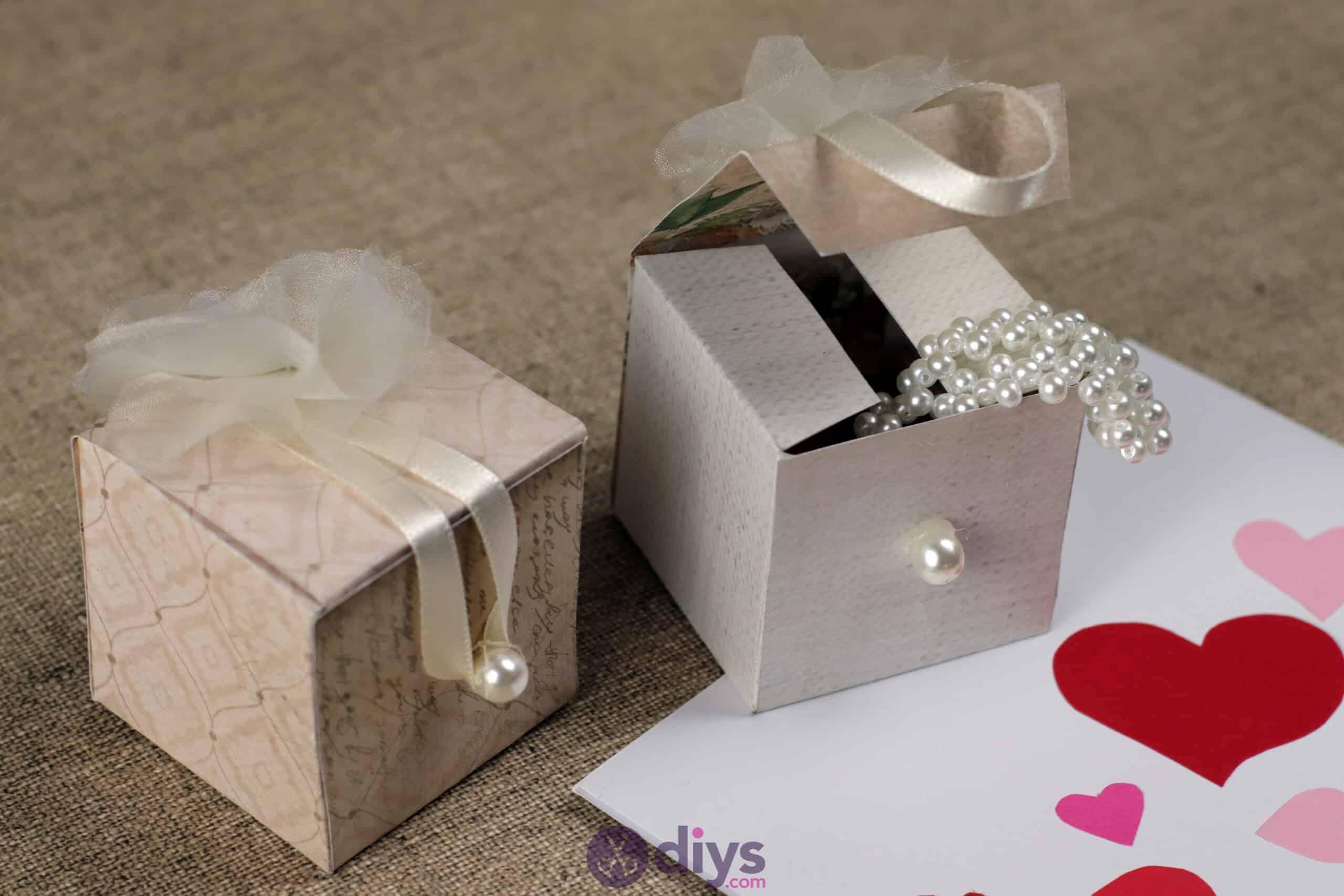 Diy mini wedding gift box vafours