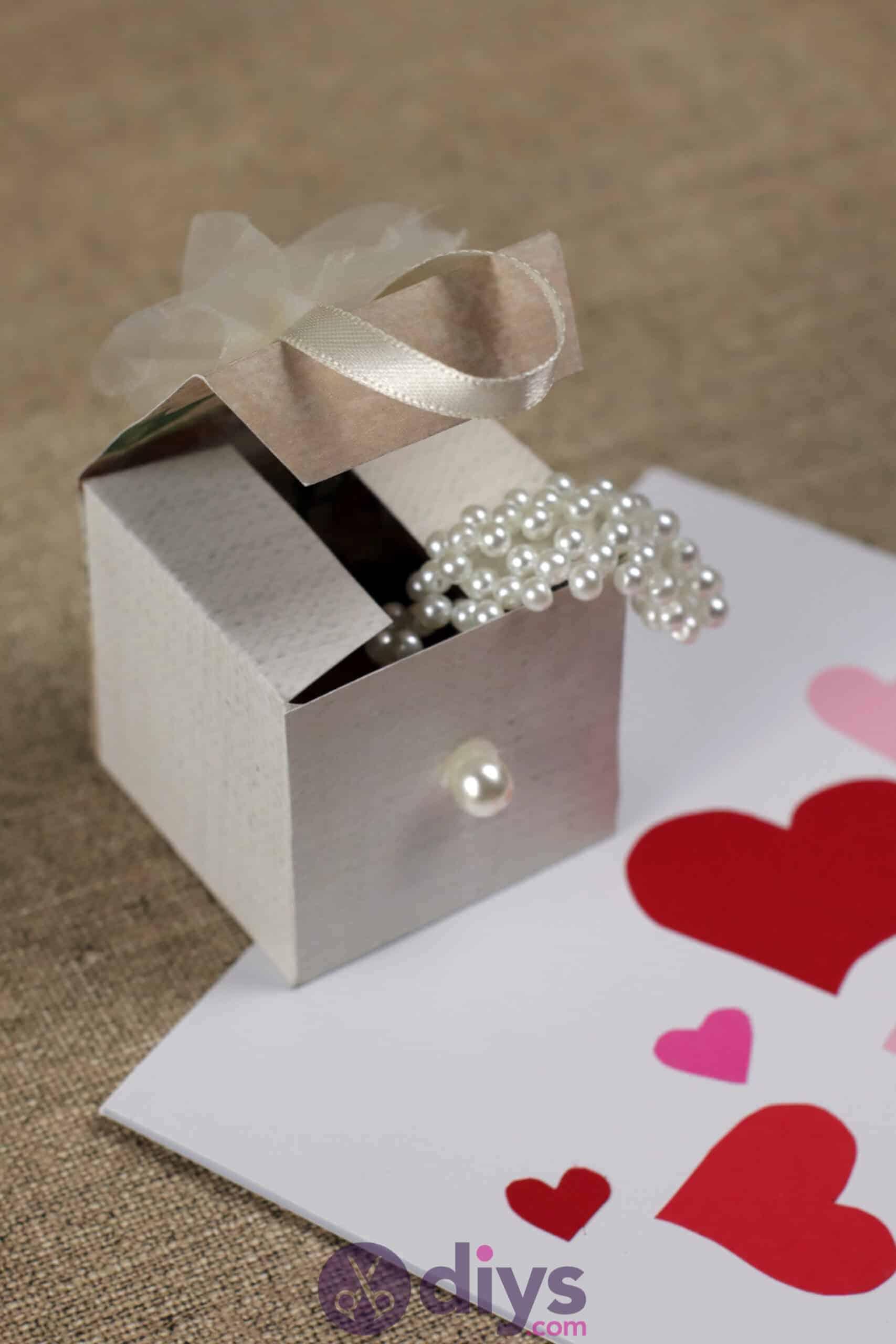 Diy mini wedding gift box