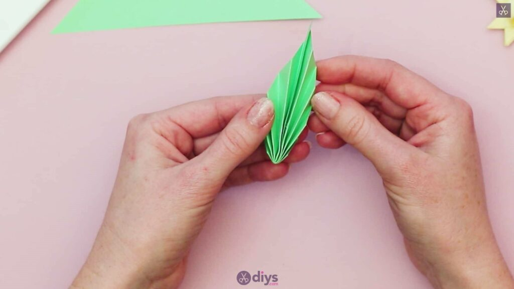 Diy origami flower art step 11e